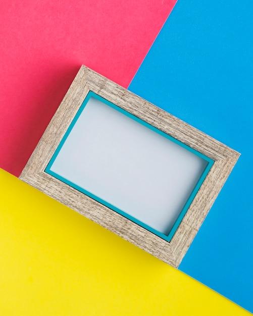 Cornice minimalista con sfondo colorato Foto Gratuite