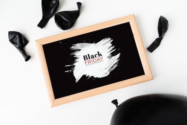 Cornice nera di venerdì con palloncini Foto Gratuite