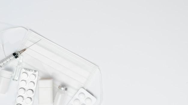 Cornice per maschera e vaccino con copia-spazio Foto Gratuite