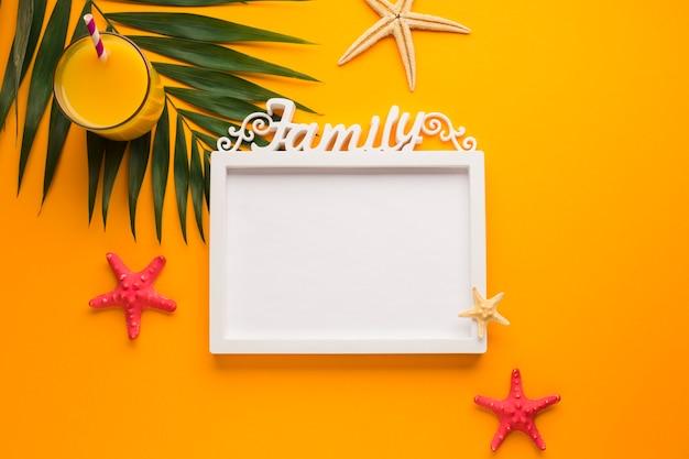 Cornice piatta laica con il concetto di estate Foto Gratuite
