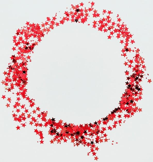 Cornice rotonda coriandoli stelle rosse Foto Gratuite