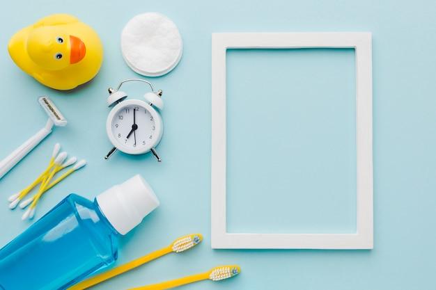 Cornice vuota e prodotti per l'igiene Foto Gratuite