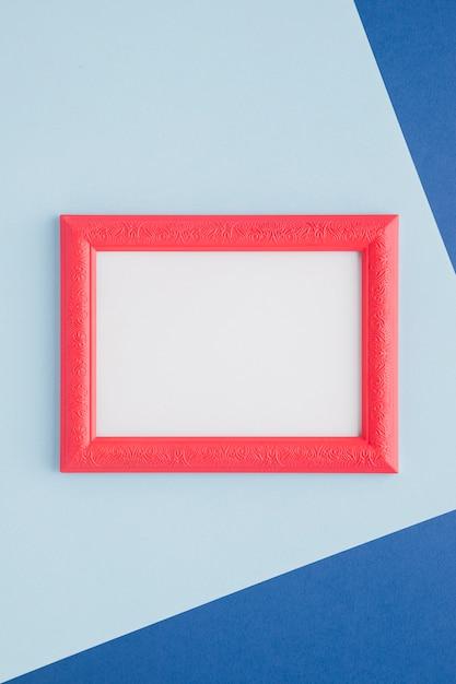 Cornice vuota rosa su sfondo blu Foto Gratuite