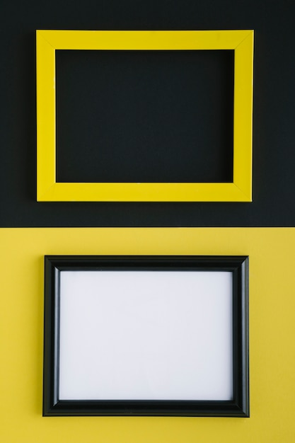 Cornici vuote piatte gialle e nere vuote Foto Gratuite