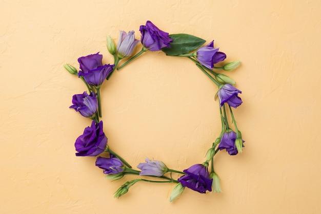 Corona floreale vista dall'alto Foto Gratuite