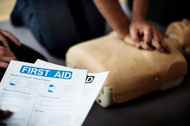 Corso di formazione di pronto soccorso cpr Foto Premium