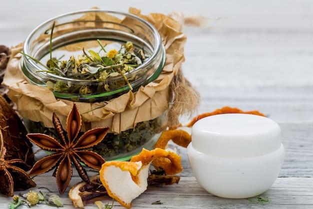 Cosmetici naturali, prodotto ecologico, crema e olio aromatici Foto Gratuite