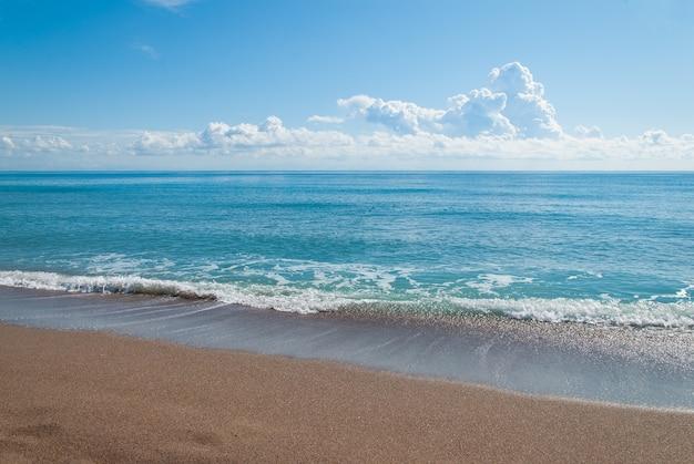 Costa sabbiosa del mar egeo Foto Premium