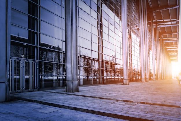 Costruire con le pareti di vetro al tramonto scaricare for Costruire tartarughiera in vetro