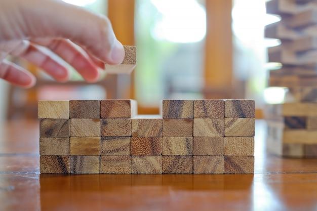 Costruzione di blocchi di legno, piano e strategia Foto Premium