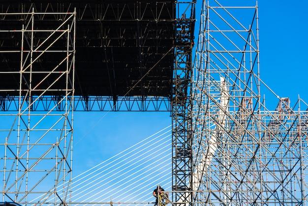 Costruzione di un palco per concerti musicali all'aperto Foto Premium