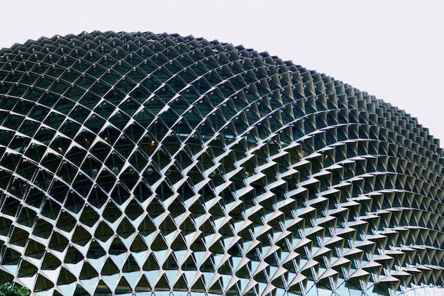 Costruzione moderna astratta alla fine di singapore su Foto Premium