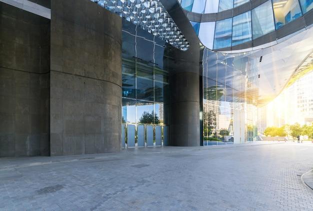 Costruzioni con il pavimento quadrato concreto vuoto, nuova città di qianjiang, hangzhou, porcellana Foto Premium