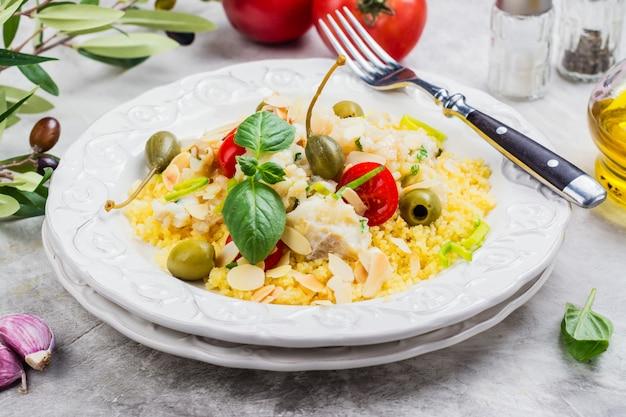 Couscous di pesce tradizionale Foto Premium