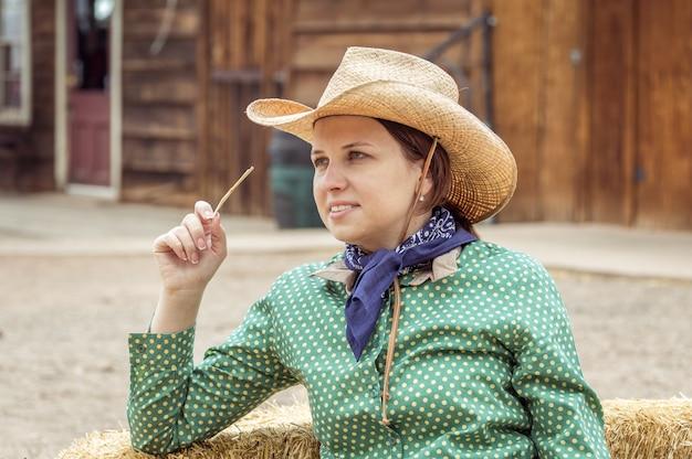 Cowgirl nel deserto Foto Premium