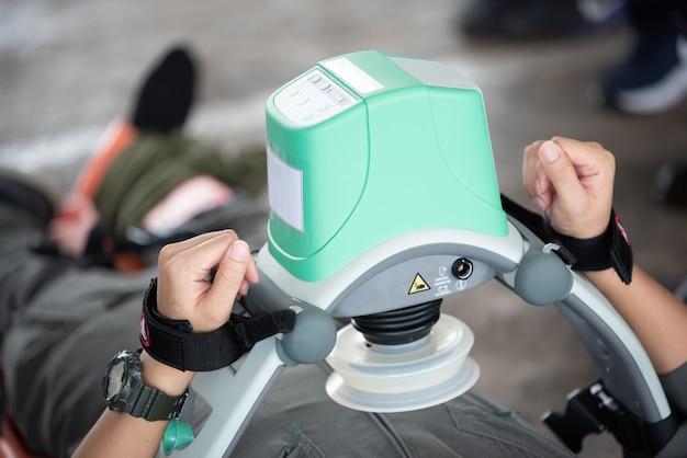 Cpr a compressione automatica mechine Foto Premium