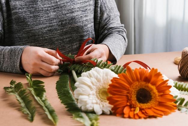 Creazione bouquet di fiori vista frontale Foto Gratuite