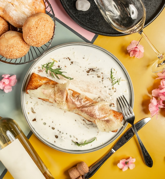 Crepe piccante sul tavolo Foto Gratuite