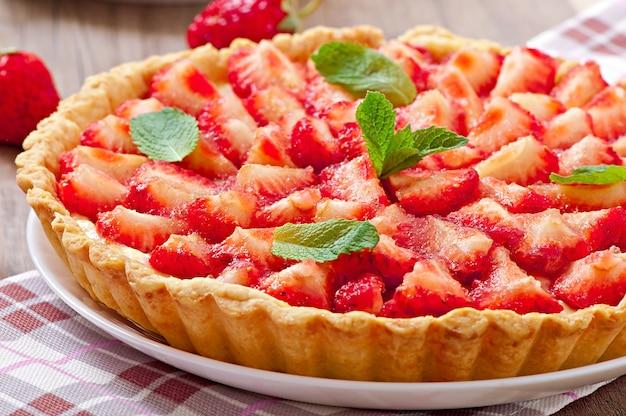Crostata di fragole con crema pasticcera Foto Gratuite