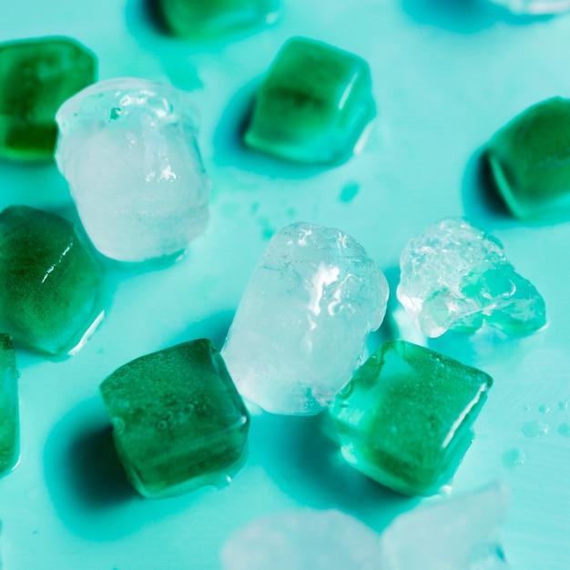 Cubetti di ghiaccio multicolore Foto Gratuite