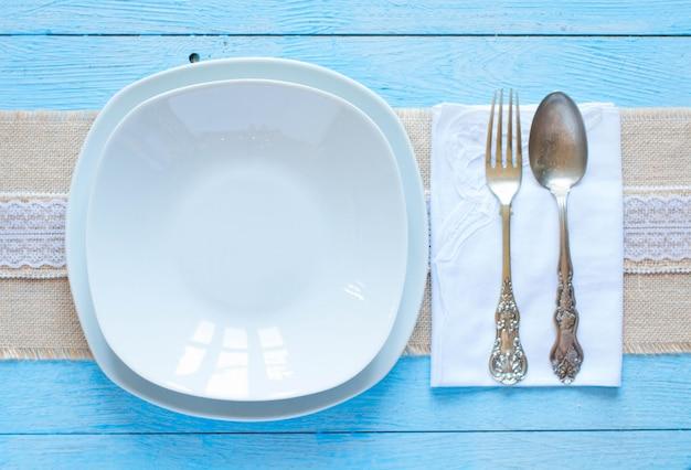 Cucchiaio bianco di forkand e del piatto Foto Premium