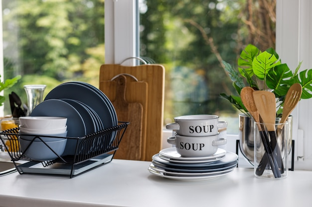 Cucina classica con dettagli in legno e bianco Foto Premium
