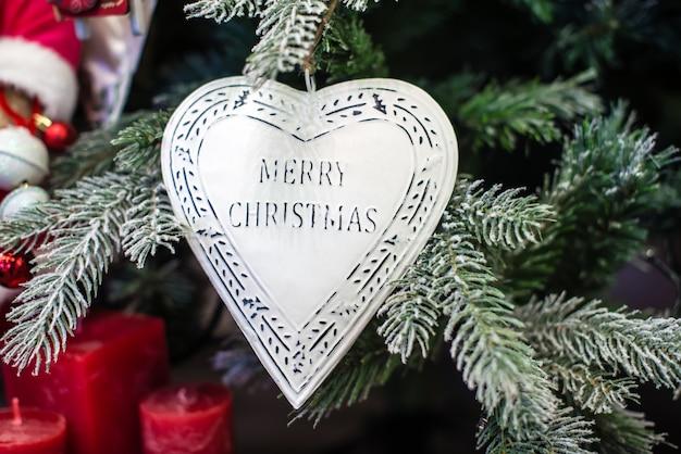 Parole Di Buon Natale.Cuore Bianco Con Le Parole Buon Natale Sull Albero Di
