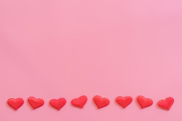 Cuore Rosso Su Sfondo Di Colore Pastello Rosa Con Spazio Per Il
