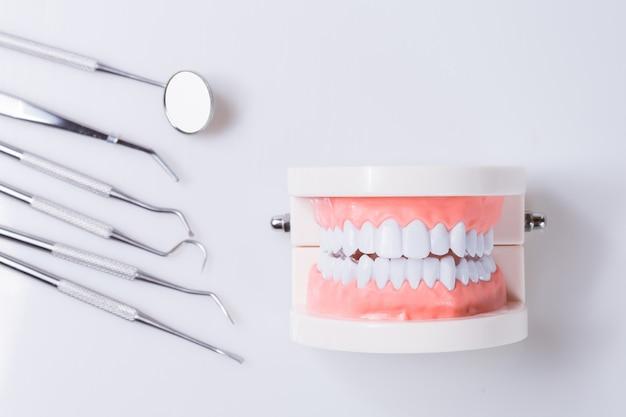 Cura dentale degli strumenti dell'attrezzatura sana di concetto dentario Foto Premium