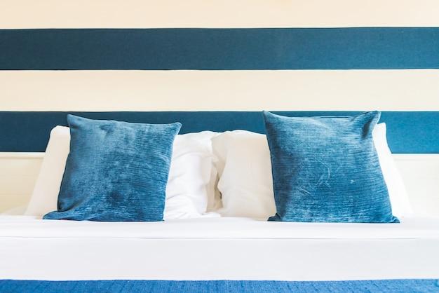 Cuscino del letto in hotel di lusso Foto Gratuite