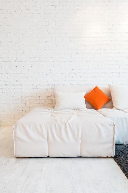 Cuscino sul divano scaricare foto gratis - Posizioni sul divano ...