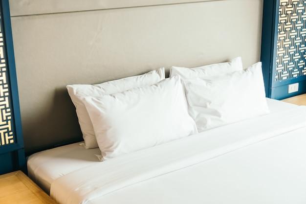 Cuscino sul letto Foto Gratuite