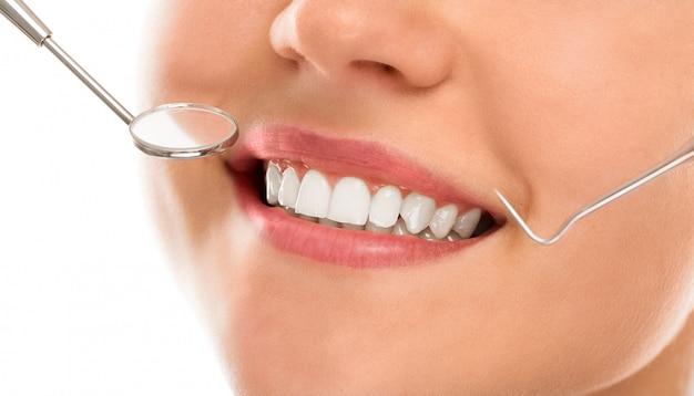 Dal dentista con un sorriso Foto Gratuite