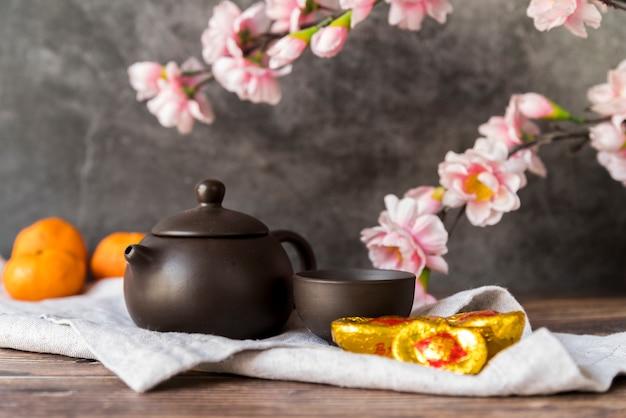 Decorazione cinese floreale del nuovo anno con tè Foto Gratuite