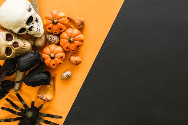 Decorazione Di Halloween Con Rose Nere E Teschi Scaricare Foto Gratis