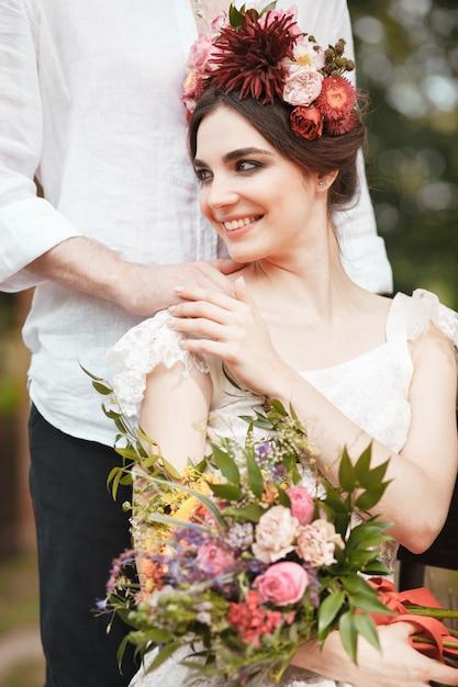 Decorazione di nozze in stile boho, composizione floreale, tavolo decorato in giardino. Foto Gratuite