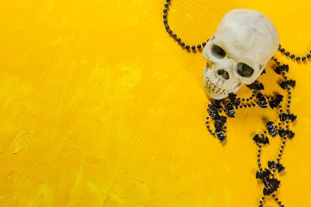 Decorazioni di halloween sul tavolo Foto Premium