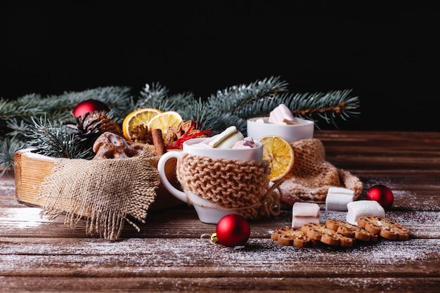 Decorazioni Natalizie Con La Cannella.Decorazioni Di Natale E Capodanno Due Tazze Con Cioccolata