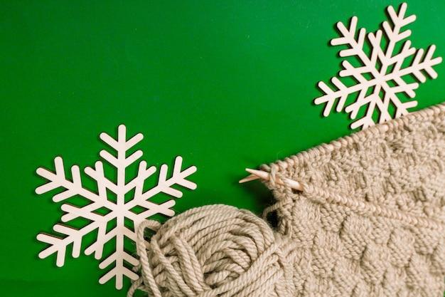 Decorazioni natalizie sul tavolo Foto Premium