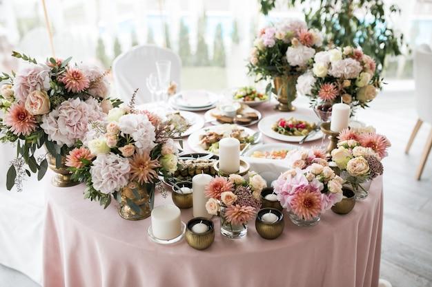 Decorazioni per la tavola di nozze Foto Gratuite