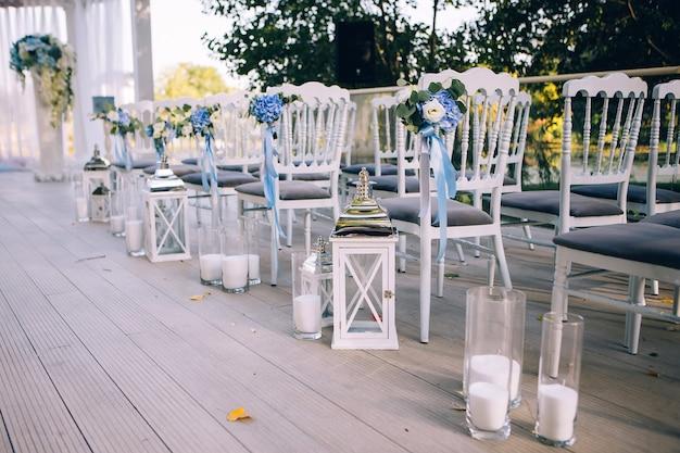Decorazioni per matrimoni, candele in boccette di vetro. Foto Premium
