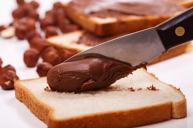 Deliziosa crema al cioccolato con toast Foto Gratuite