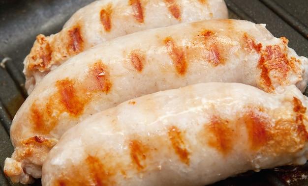 Deliziose salsicce alla griglia Foto Premium