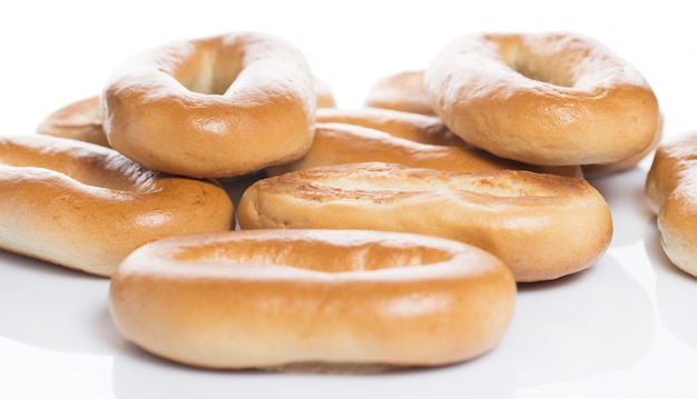 Deliziosi bagel fatti con buon grano Foto Gratuite