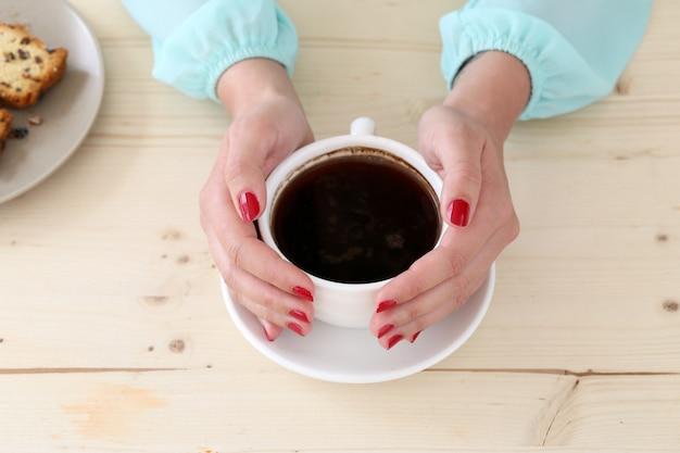 Delizioso caffè sul tavolo Foto Gratuite