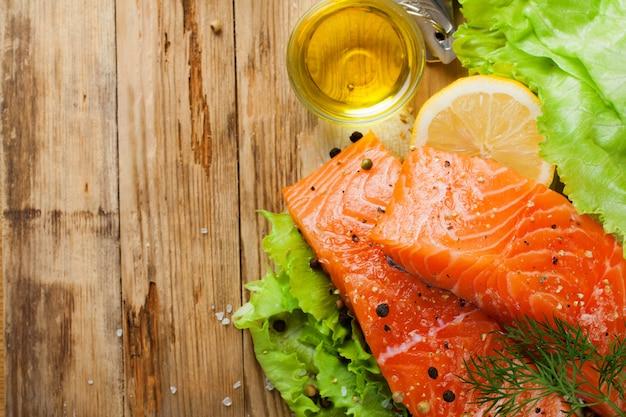 Delizioso filetto di salmone, ricco di olio di omega 3 Foto Premium