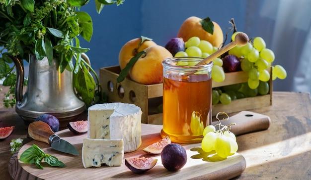 Delizioso formaggio gourmet dorblu Foto Premium