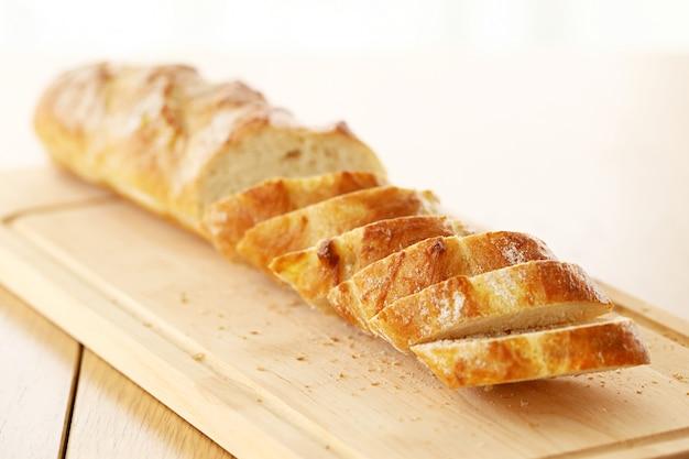 Delizioso pane sul tavolo Foto Gratuite