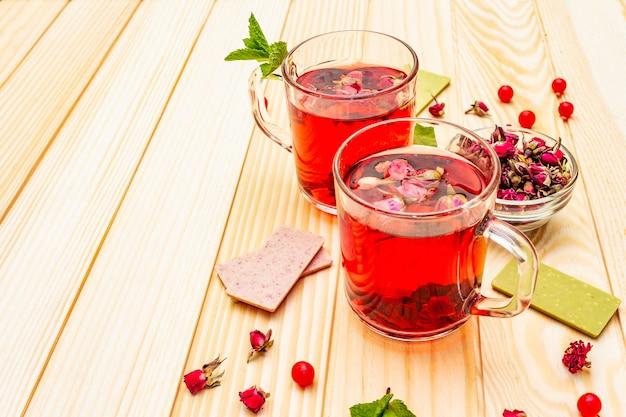 Delizioso tè alla rosa verde estivo Foto Premium