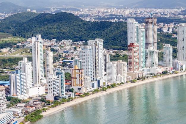 Della città di balneario camboriu a santa catarina in brasile Foto Premium